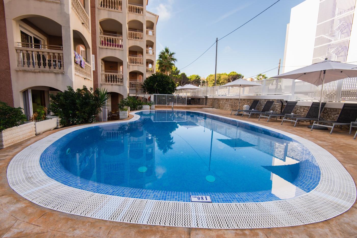 Quijote Apartments Swimming Pool